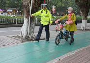 交警开展摩托车电动自行车专项整治行动