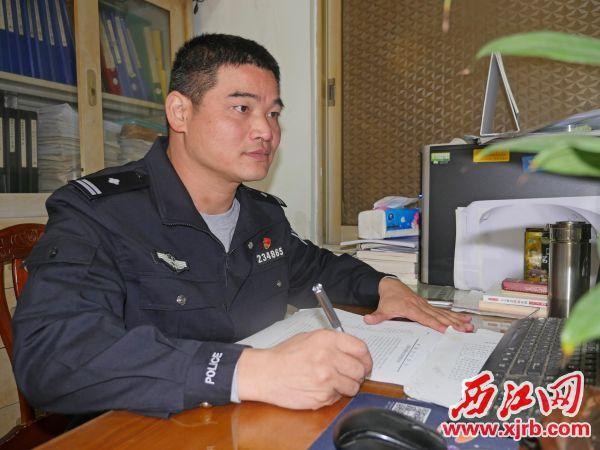 怀集县公安局岗坪派出所副所长施挺帅 冲锋在前助力建设无毒家园