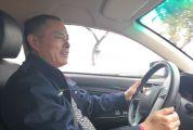 出租车司机邓昌勤乘客遗留行李 他主动送回去