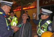 """交警在全市范围内开展酒驾专项整治 一晚31名""""醉猫""""落网"""