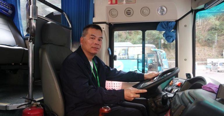 肇庆粤运公司客车驾驶员郑和兴 长途送客回家过年 心细如针保安全