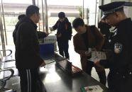 高新区民警社工 公共场所宣传禁毒