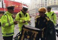 交警启动今年创文交通管理整治工作
