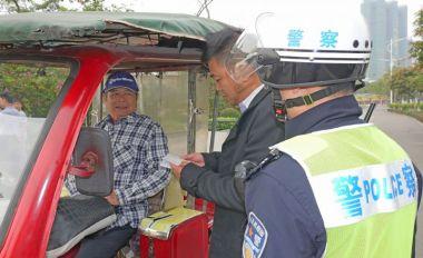 景區外圍三輪車拉客 多部門聯合來整治