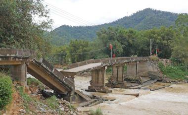 高要祿步官塘橋坍塌