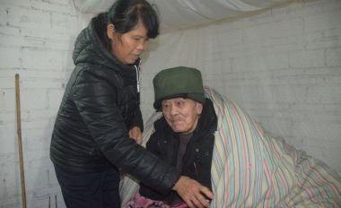 携夫回娘家照顾病瘫父亲十三年