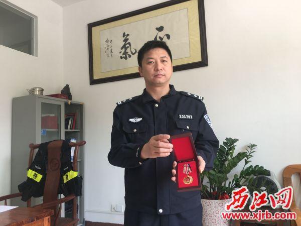 杨传春多次立功。 西江日报记者 赖小琴 摄