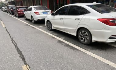 鼎湖街頭規范停車彰顯文明新風尚