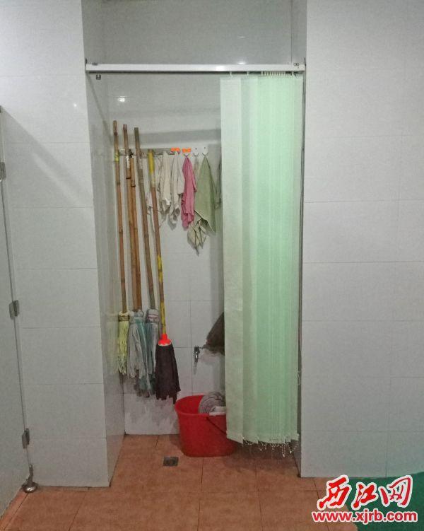 端州区城东社区卫生服务中心 厕所杂物摆放美观。 西江日报记者 吴威豪 摄