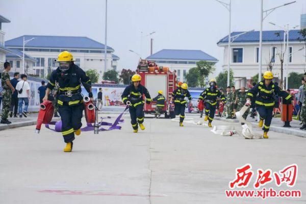 鼎湖政府专职消防队队员在进行业务比武。 受访单位供图
