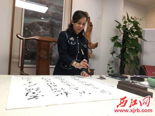 積極投身社會公益服務的林小婕。 西江日報記者 賴小琴 攝