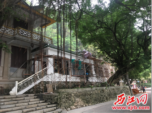 由原玉屏饭店改建而成的星湖博物馆正在进行收尾工程。 西江日报记者 陈明红 摄