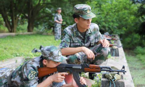 德庆举行民兵应急连点验大会
