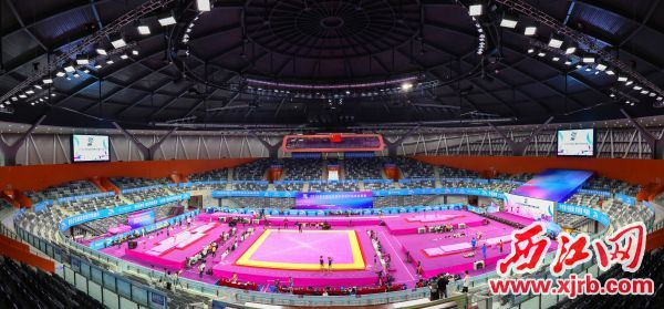 新区体育中心体育馆内比赛场地。 西江日报记者 梁小明 摄