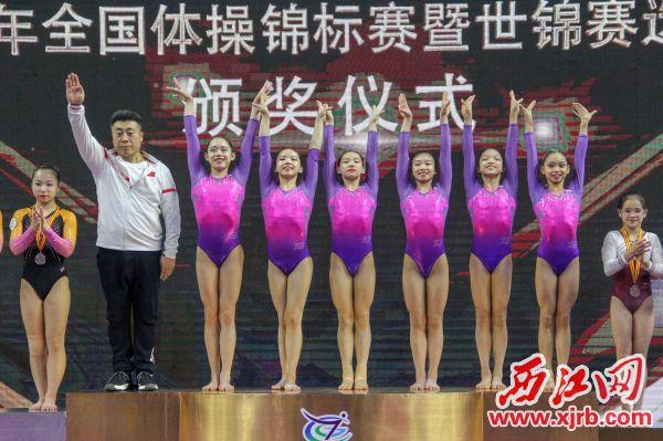 广东队女子团体在颁奖仪式上。 西江日报实习生 曹笑 摄