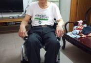 端州区百花社区 高龄老人获赠轮椅