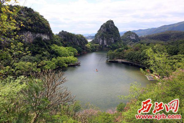 美丽的七星岩景区。 西江日报记者 刘春林 摄