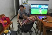 家婆中风患病十余载,儿媳细心照顾不离不弃 陈雪香:我愿做家婆的手和脚