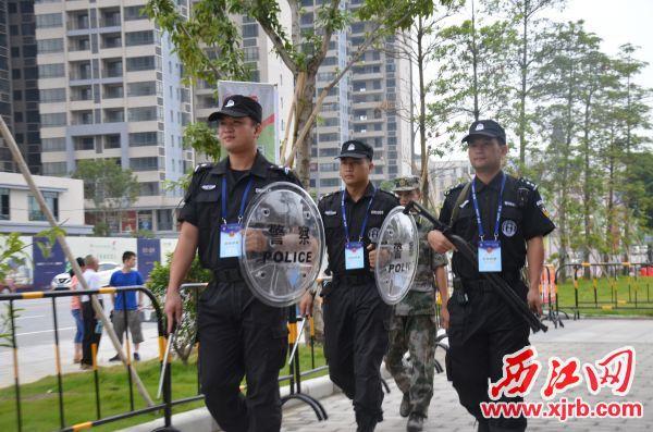 大旺公安分局治安警力巡 逻防控。
