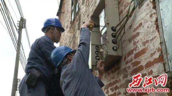 供电部门对违法经营的企业进行断电停电。1