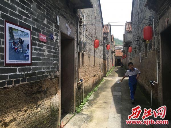 村内基本保留了老建筑的原貌。 西江日报记者 赖小琴 摄