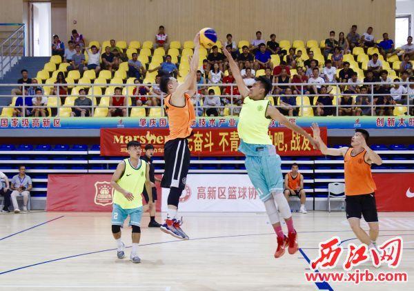 双方运动员在比赛中。 西江日报记者 刘亮 摄