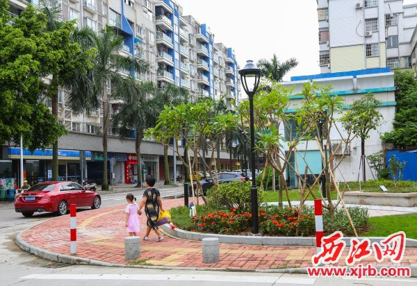 玑东路与蕉园路交汇处环境变得有序整洁。 西江日报记者 曹笑 摄