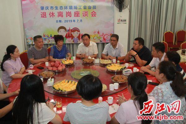 7月15日,市生态环境局举行退休离岗座谈会。 记者 岑永龙 摄