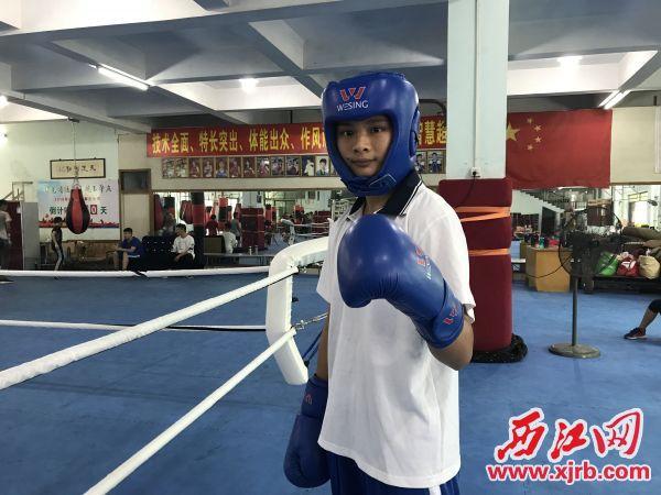 龙晓莹热爱拳击运动,并享受其中。 西江日报记者 潘粤华 摄