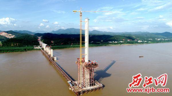 怀阳高速西江大桥。 刘东桦 摄