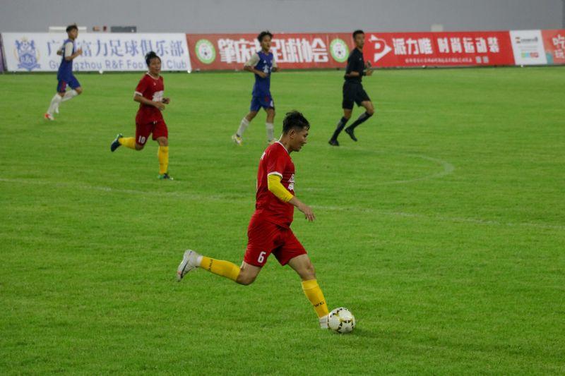 传承足球亚洲真人娱乐魅力 亚洲真人新区体育中心打响第一场重量级足球比赛