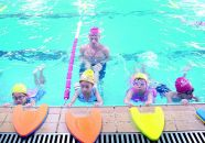 游泳成中考项目 暑期游泳班火爆