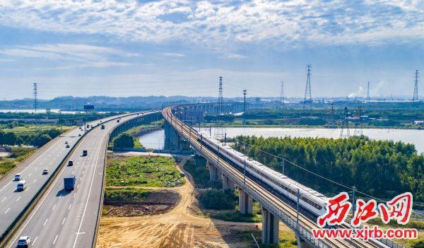 肇庆高新区与粤港澳大湾区核心区交通紧密相连。