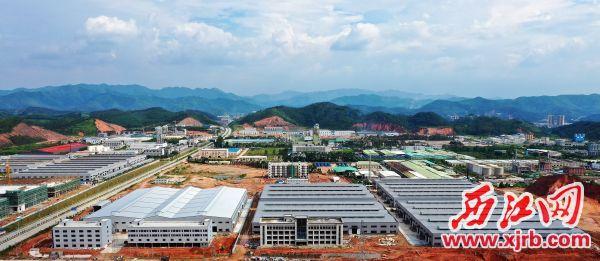 德庆工业园区一派热火朝天建设景象,园区项目建设快速推进。