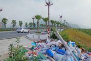 江滨东路堤围路口成垃圾堆放黑点 有关部门承诺尽快清理