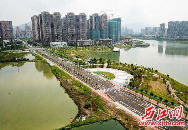 經過施工人員的努力,石東路全線建成,開通在即。 西江日報記者 梁小明 攝