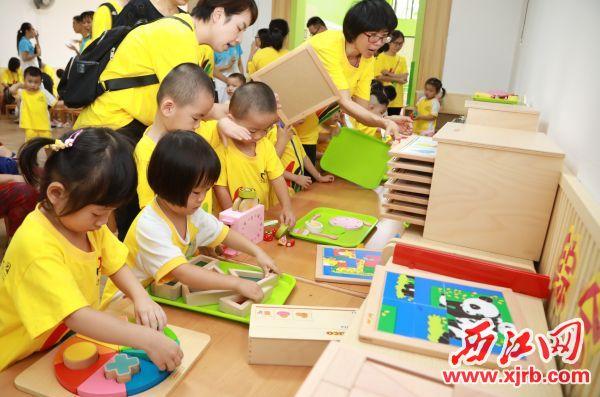 9月2日,肇慶實驗幼兒園(疊翠分園)開園并迎來首批小班小朋友。  西江日報記者 劉春林 攝