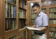 藏书五万册建起私人藏书馆