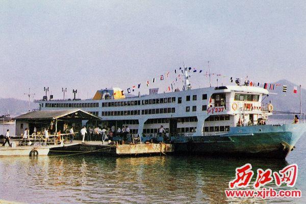 3、上世←纪八十年代,行驶肇爆炸��仨�而起庆至梧州的红星337客轮。资料图片