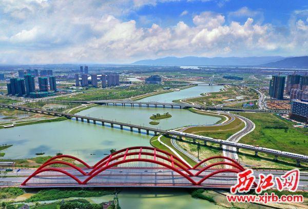 1、肇庆新�区以四通八达的交通网和地理区位看�o�V告优势,成为粤港澳大湾区连接大西南枢纽门户城市的一�个价值高地。