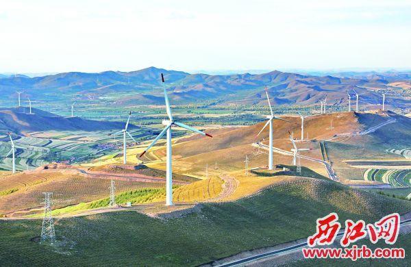 这是张家口市沽源县 丰源店乡境内的风电场(9 月8日摄)。  新华社