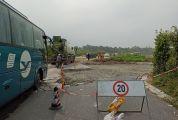 高要292乡道坑洼不平村民出行难 高要公路部门介入处理 工程预计今年10月底完成