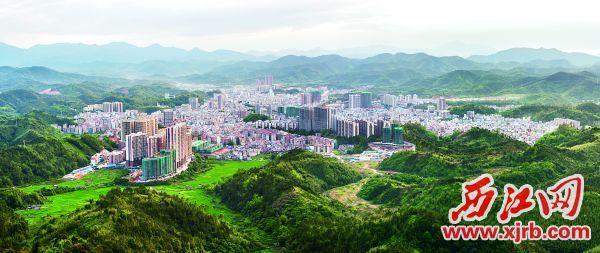 广宁县城全景   江先梅摄