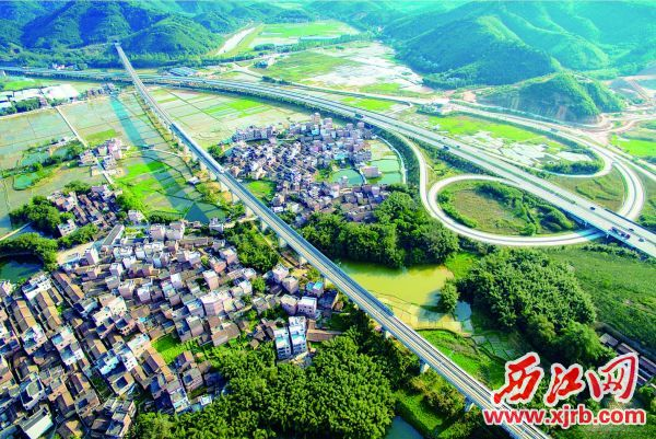 """广宁县以""""再造一城""""战略加快推进新型城镇化,城市档次和品位 大大提升,城市经济繁荣发展。"""