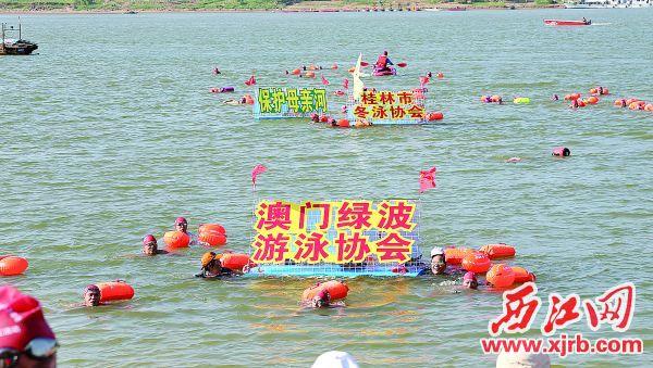 来自广东、广西、港澳等地的27个方阵参加活动。  西江日报记者 梁小明 摄