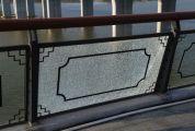 端州江滨堤玻璃护栏屡遭破坏 江滨堤道路升级改造项目部:已报警,希望公安机关加大查处力度