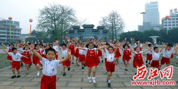 走进新时代,端州人民共享美好生活。 西江日报通讯员 何小燕 摄
