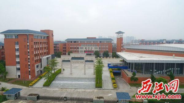 投资近4亿元建成的市一中新校区,促进端州教育品 质大幅提升。
