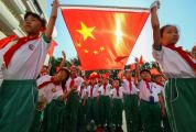 肇庆学院国旗护卫队给中小学生上主题思政课传扬爱国主义情怀 让爱国护旗的种子生根发芽