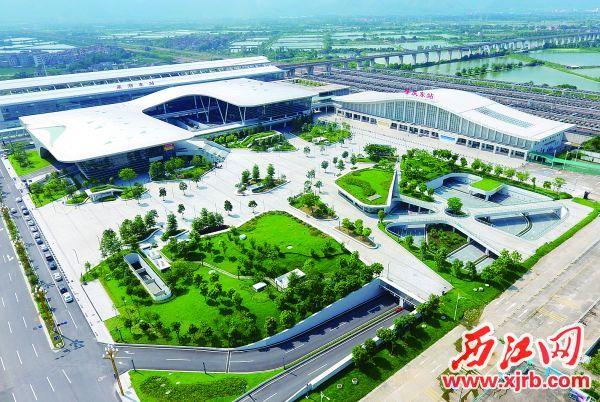环境优美、设施完善的肇庆东站交通枢纽综合体。    西江日报记者 刘春林 摄